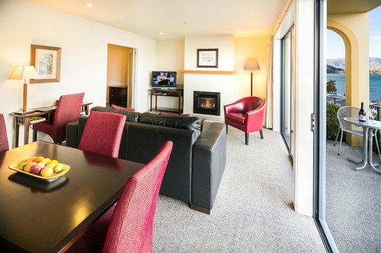 Villa Del Lago: 1 bedroom suite living area