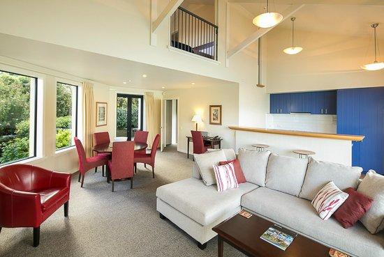 Villa Del Lago: 2 & 3 bedroom villas loving area & kitchen