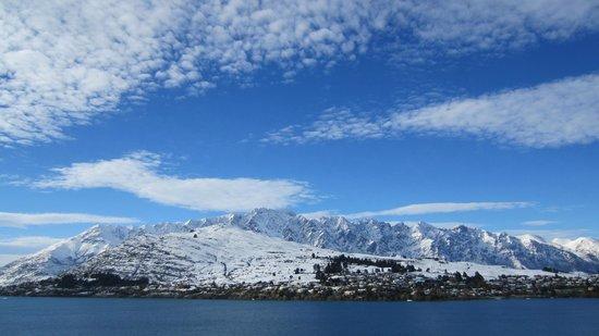 Villa Del Lago: Mountain view from villas and suites in winter