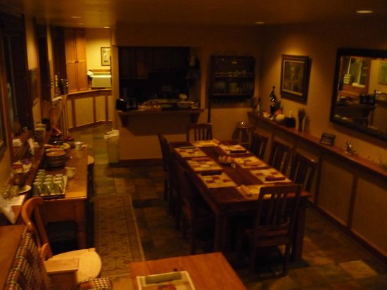 Inn on the Creek: Happy Hour & breakfast area