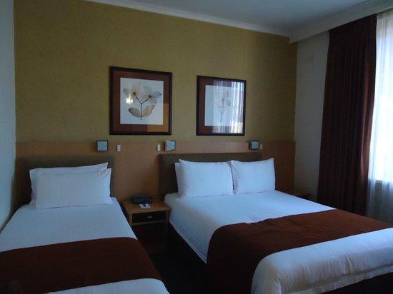 BEST WESTERN PLUS The Travel Inn Hotel: triple bedroom