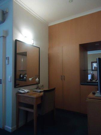 Best Western Plus Travel Inn Hotel: working desk
