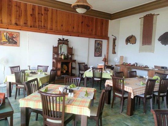 Ri Kynjai: Dining area