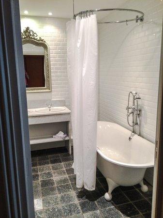 Hostellerie du Cigalou : Salle de bain