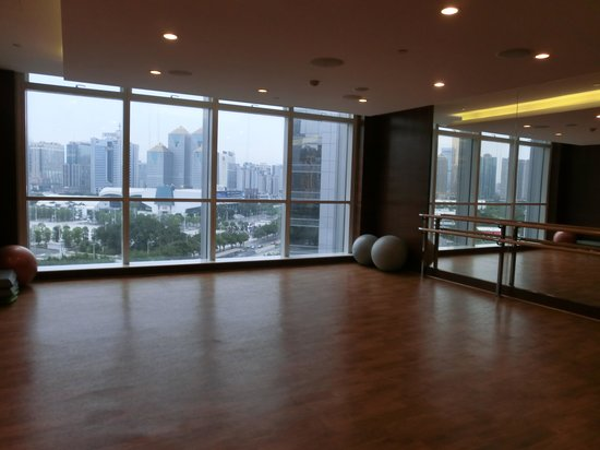 Sheraton Guangzhou Hotel : Room at the gym for yoga or aerobics?