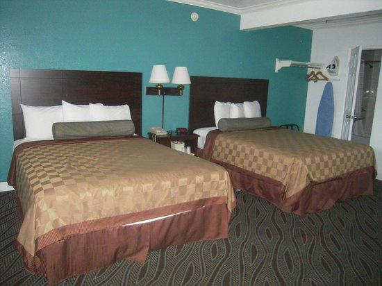 Saharan Motor Hotel: Chambre spacieuse