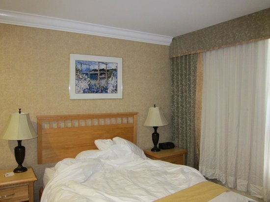 Quality Inn Downtown Inner Harbour: Bed