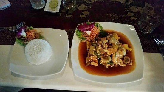 Manubai Restaurant Lounge-bar : Chicken with cashews
