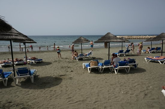 Mediterranean Beach Hotel: Пляж
