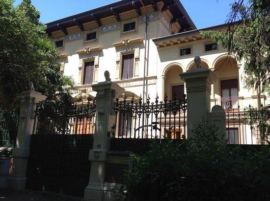 Instituto Suore Di Sant' Elizabetta: View from street