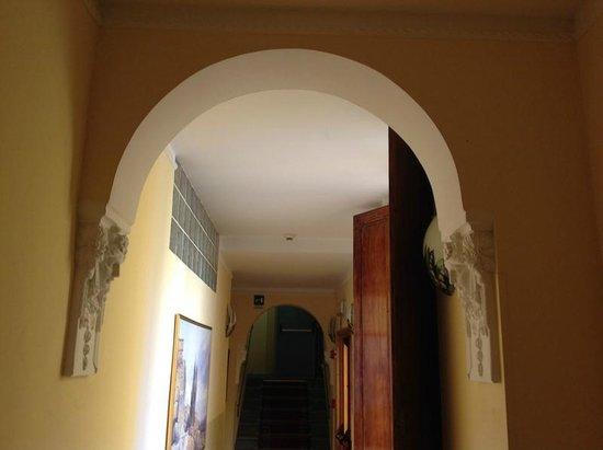 Instituto Suore Di Sant' Elizabetta: Lovely arches