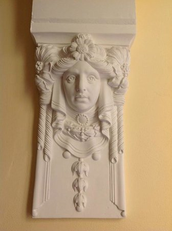 Instituto Suore Di Sant' Elizabetta: Close up of details below the arches