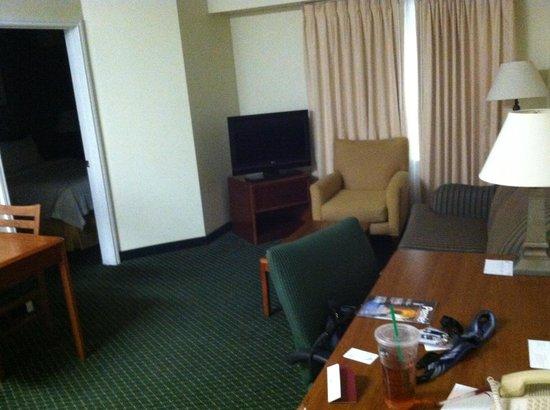Residence Inn Brownsville: Living area