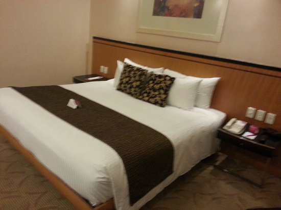 Crowne Plaza Manila Galleria : bed