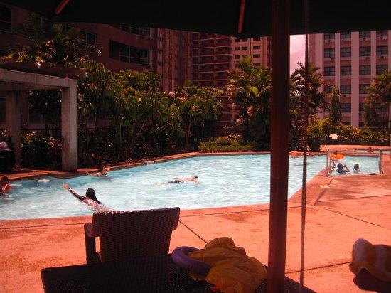 Crowne Plaza Manila Galleria : pool