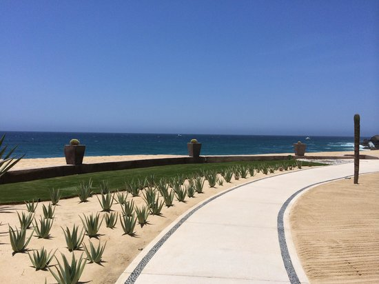 The Resort at Pedregal: Walkway from spa