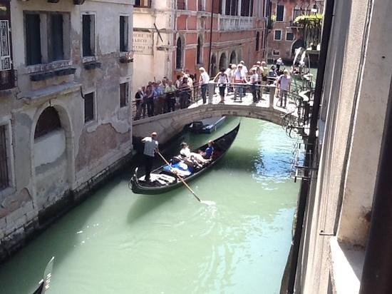 Hotel Mercurio: pas de doute, la chambre vue sur le canal donne bien sur le canal