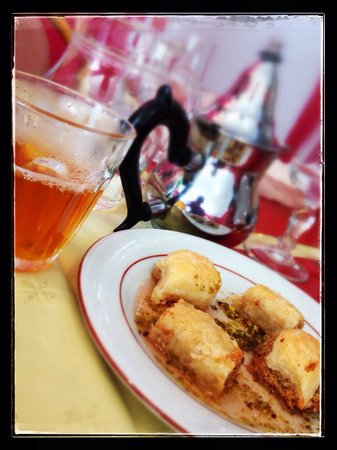 Le Mont Liban: Dessert et thé à la menthe