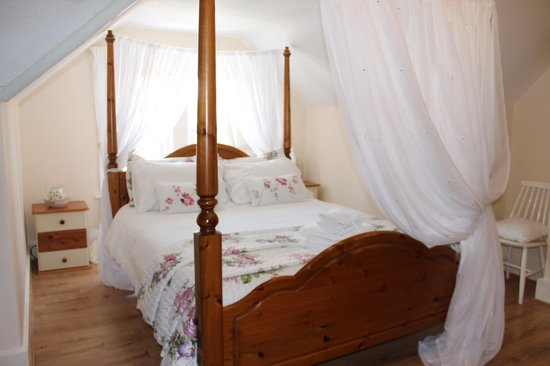 Beaches B and B: Four Poster Room 4