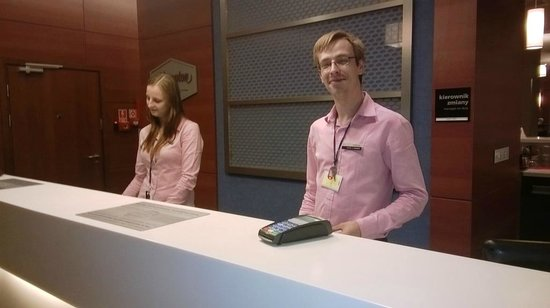 Hampton by Hilton Warsaw Airport: Excellent Reception Desk