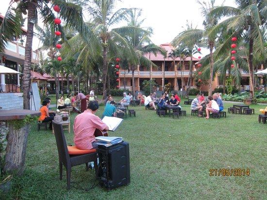 Vinh Hung Riverside Resort: Street Market