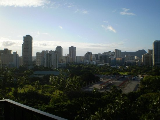 Aqua Palms Waikiki: view from room looking away from ocean