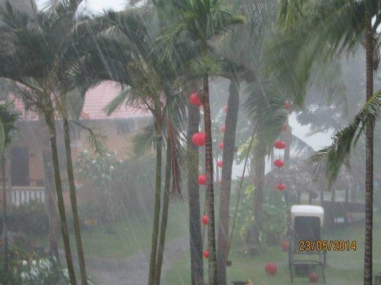 Vinh Hung Riverside Resort: Fabulous storm