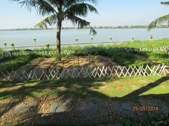 Vinh Hung Riverside Resort: Thu Bon River and Herb Garden