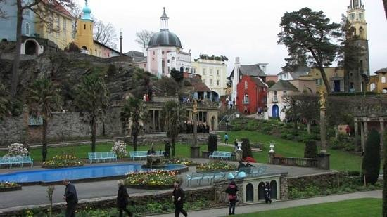 Hotel Portmeirion: Views across villiage