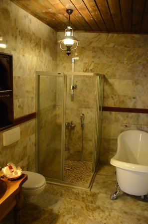 Kelebek Special Cave Hotel: Bathroom 109