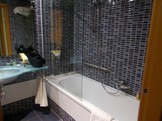 Sercotel Malaga: bathroom