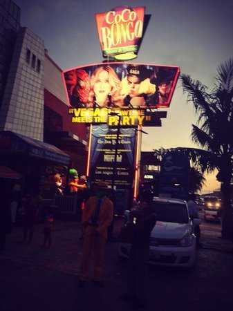 Crown Paradise Club Cancun: Coco bongo