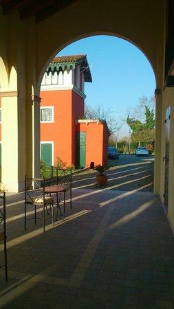 Venice Resort : Sotto il porticato 1