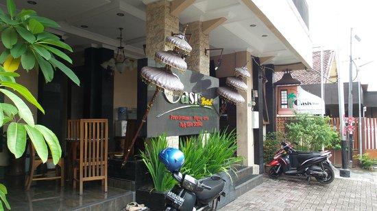 Oasis Hotel Jogja: Entrance