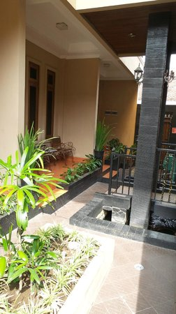 Oasis Hotel Jogja: Terrace facing the pool on the ground floor
