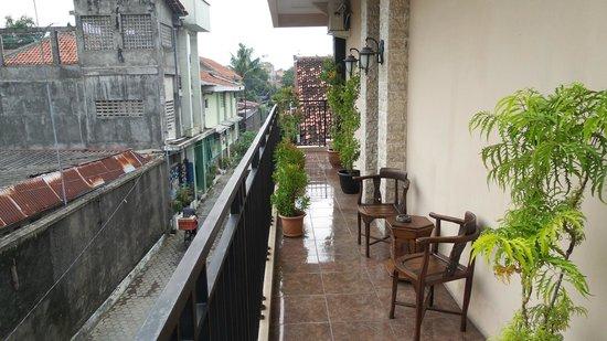 Oasis Hotel Jogja: Terrace outside room..