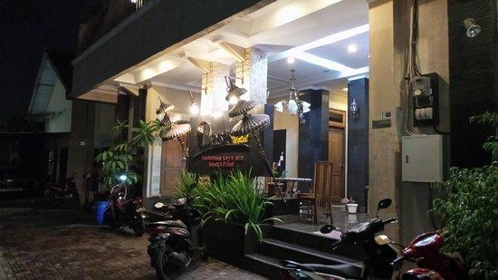 Oasis Hotel Jogja: Main Entrance