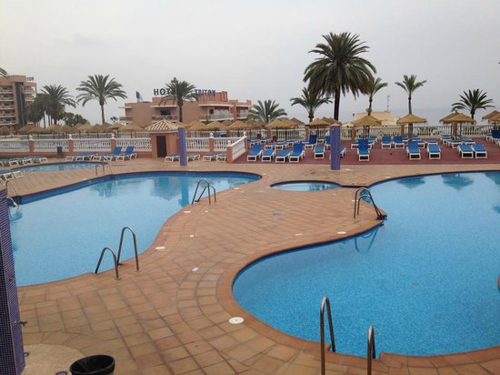 Hotel Best Siroco : swimming pool in evening, was raining 8pm