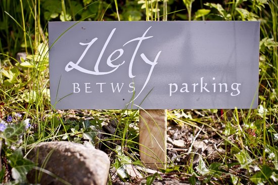 Llety Betws: We have parking!