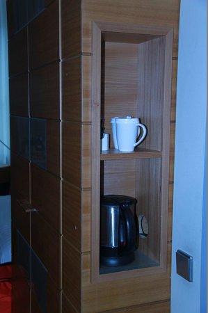 Hilton Köln: kettle for tea and coffee