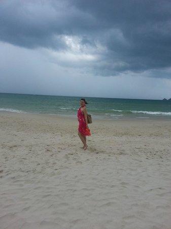 Thanthip Beach Resort: Песочек радует, а волны бодрят))