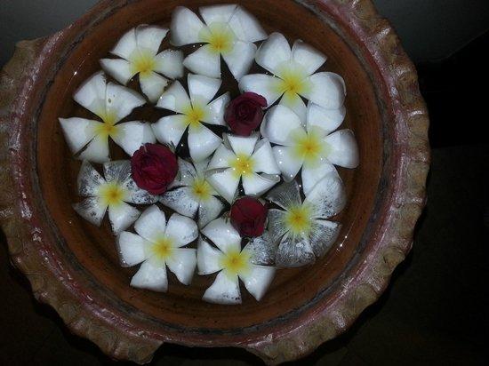 Thanthip Beach Resort: Цветы Лилаводи напоминали нам, что рай на земле есть!)