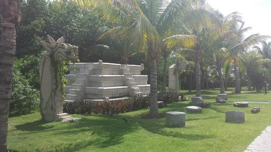Ocean Maya Royale: Amazing grounds