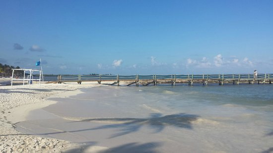 Ocean Maya Royale: Small but beautiful beach and no rocks!