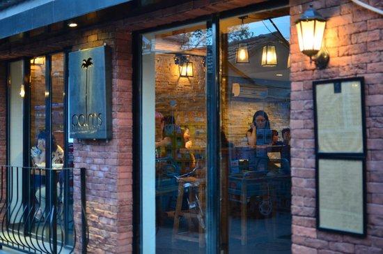 Palms l.a. Kitchen and Bar: Facade