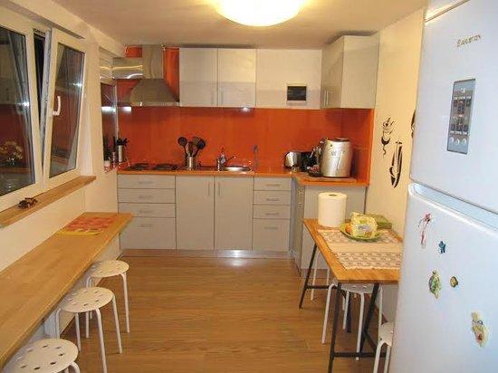 Crazy Duck Hostel: Kitchen