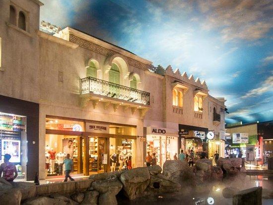 Miracle Mile Shops at Planet Hollywood : Shops at Miracle Mile