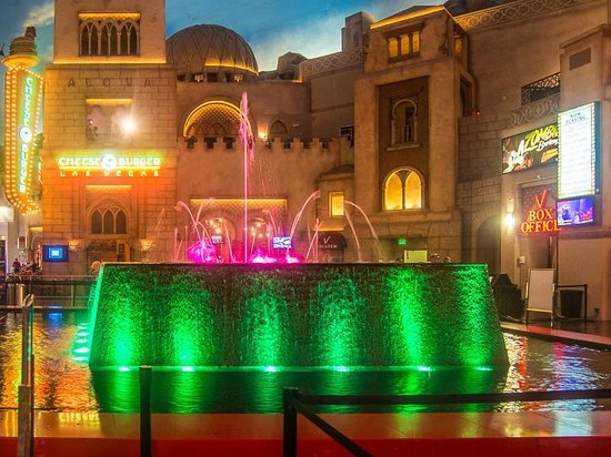 Miracle Mile Shops at Planet Hollywood : Fountain show