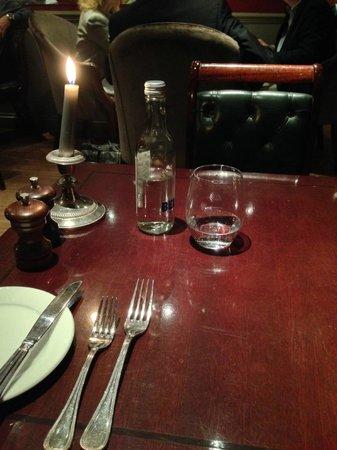 The Parsonage Bar & Grill: bel tavolo tranquillo