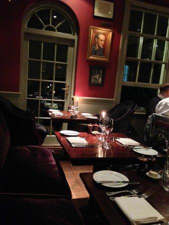 Parsonage Bar & Grill: sembra casa di uno ricco di qua
